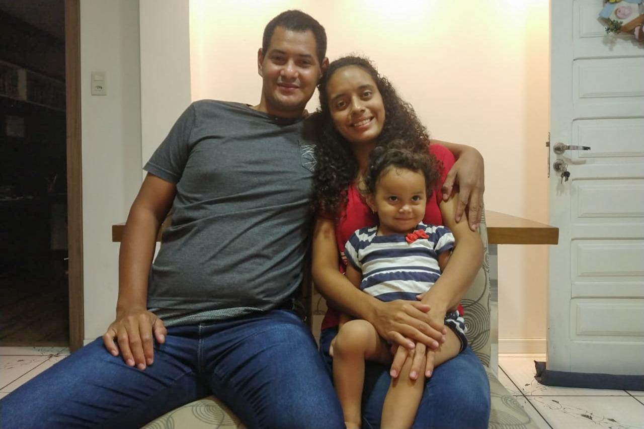 O casal Laura e Júlio César com a filha Ashley em São Leopoldo, no Rio Grande do Sul