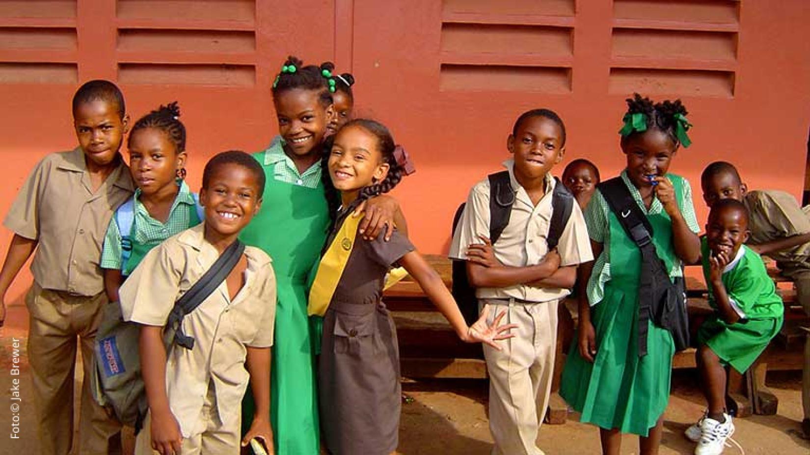 O trabalho infantil diminuiu 38% na última década, mas 152 milhões de crianças ainda são afetadas. A pandemia de COVID-19 piorou consideravelmente a situação, mas uma ação conjunta e decisiva pode reverter essa tendência.