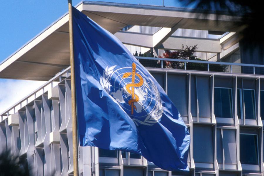 Bandeira da OMS na sede em Genebra, na Suíça