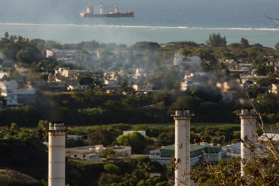 Usina térmica em Port Louis, nas Ilhas Maurício, está contribuindo para as emissões de gases de efeito estufa na ilha do Oceano Índico.